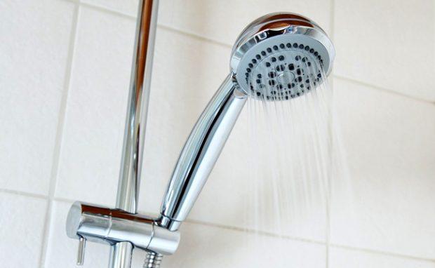 Plus de pression de l'eau dans ma douche : Comment réagir ?