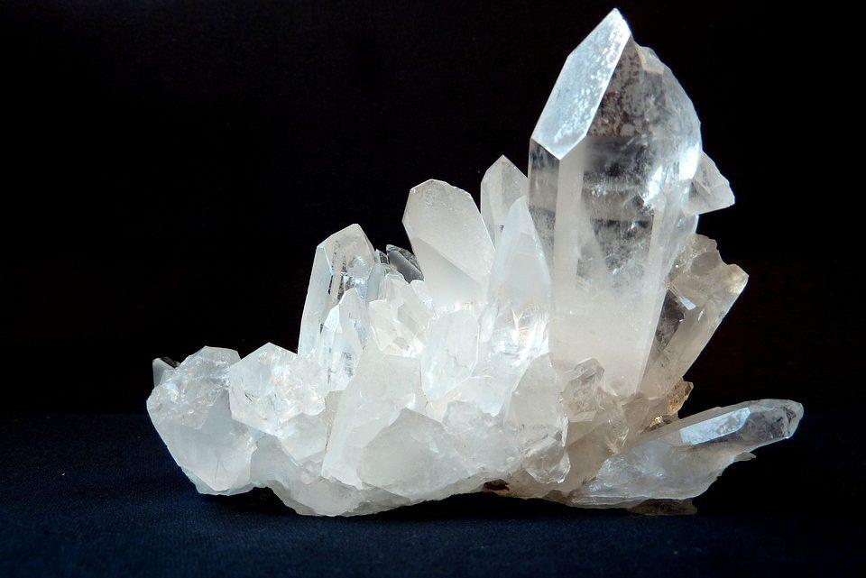 Lithothérapie : que faut-il savoir au sujet des propriétés du cristal de roche ?