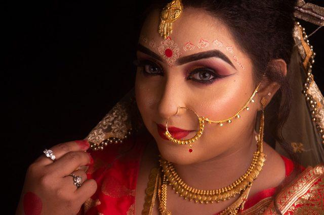 Porter des colliers indiens fantaisie pour un look authentique