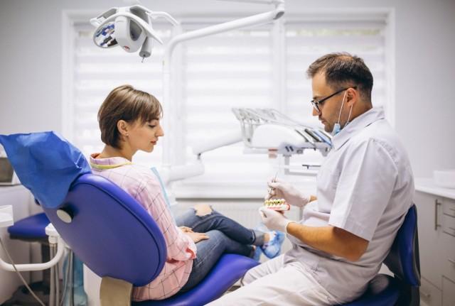 Parodontiste, ce qui le distingue d'un dentiste généraliste